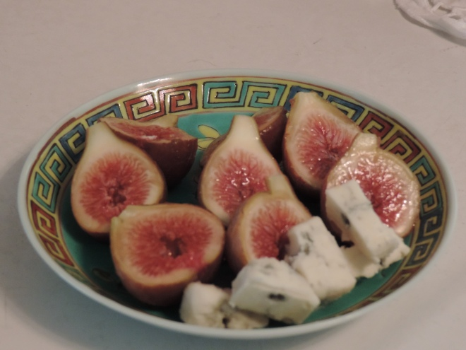 Fresh Figs with Balsamic Reduction and Gorgonzola